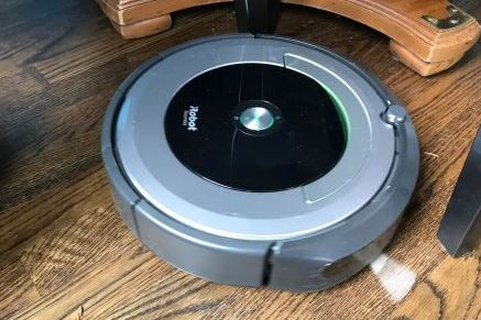 iRobot Roomba 690 Robot Vacuum black Friday deals